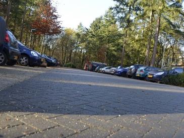 ruime parkeerplaatsen bij verpleeghuis